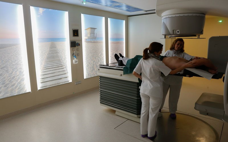 """Acelerador de radioterapia, que dispone de la """"experiencia del paciente"""" para reducir el estrés"""