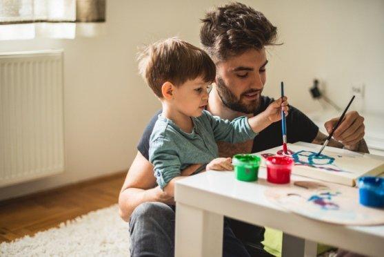 Pintar en familia, una actividad alternativa