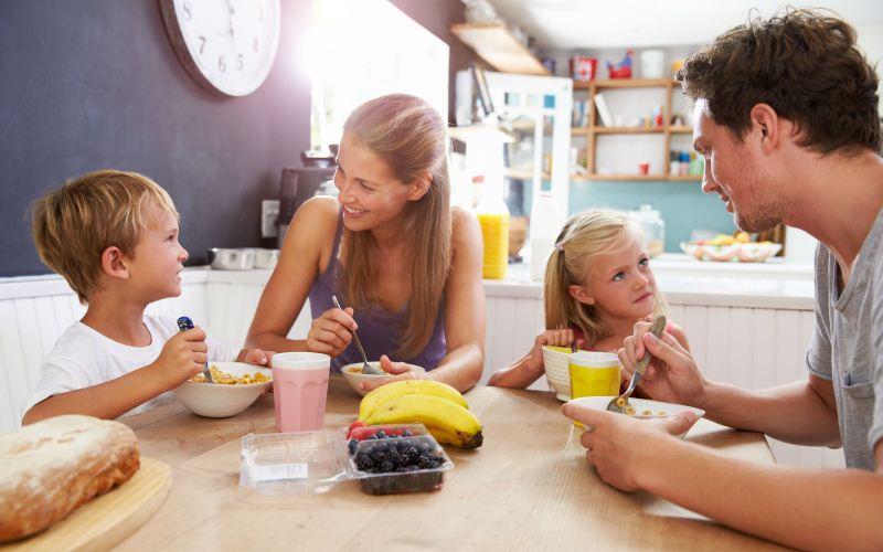 Es sano que los niños ayuden a prepararla comida