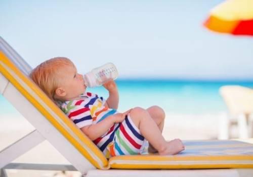 Proporcionar líquidos a los niños