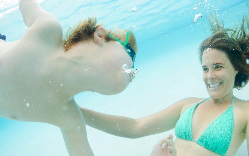 Cómo proteger el oído en la piscina