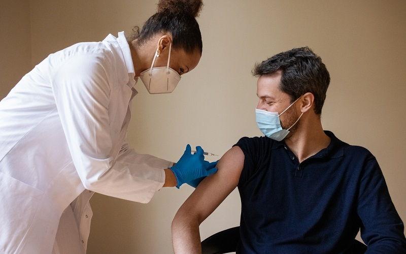 Las vacunas Covid disminuyen el apetito sexual y otros bulos