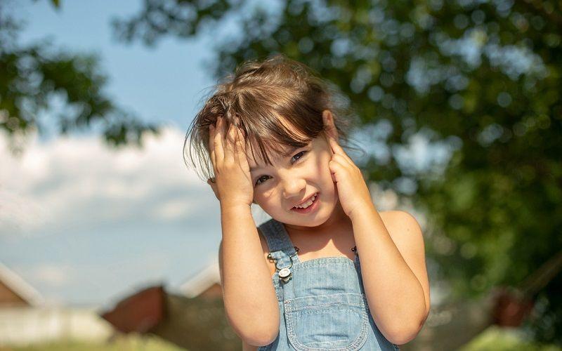 En verano, ¡atención a los tapones de cera en el oído!